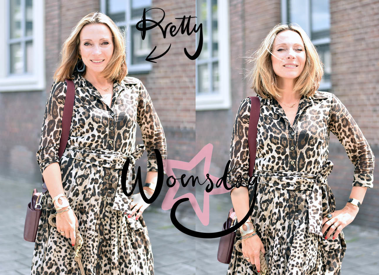 may-britt in de look of the day met een panterjurk en bordeaux rode tas