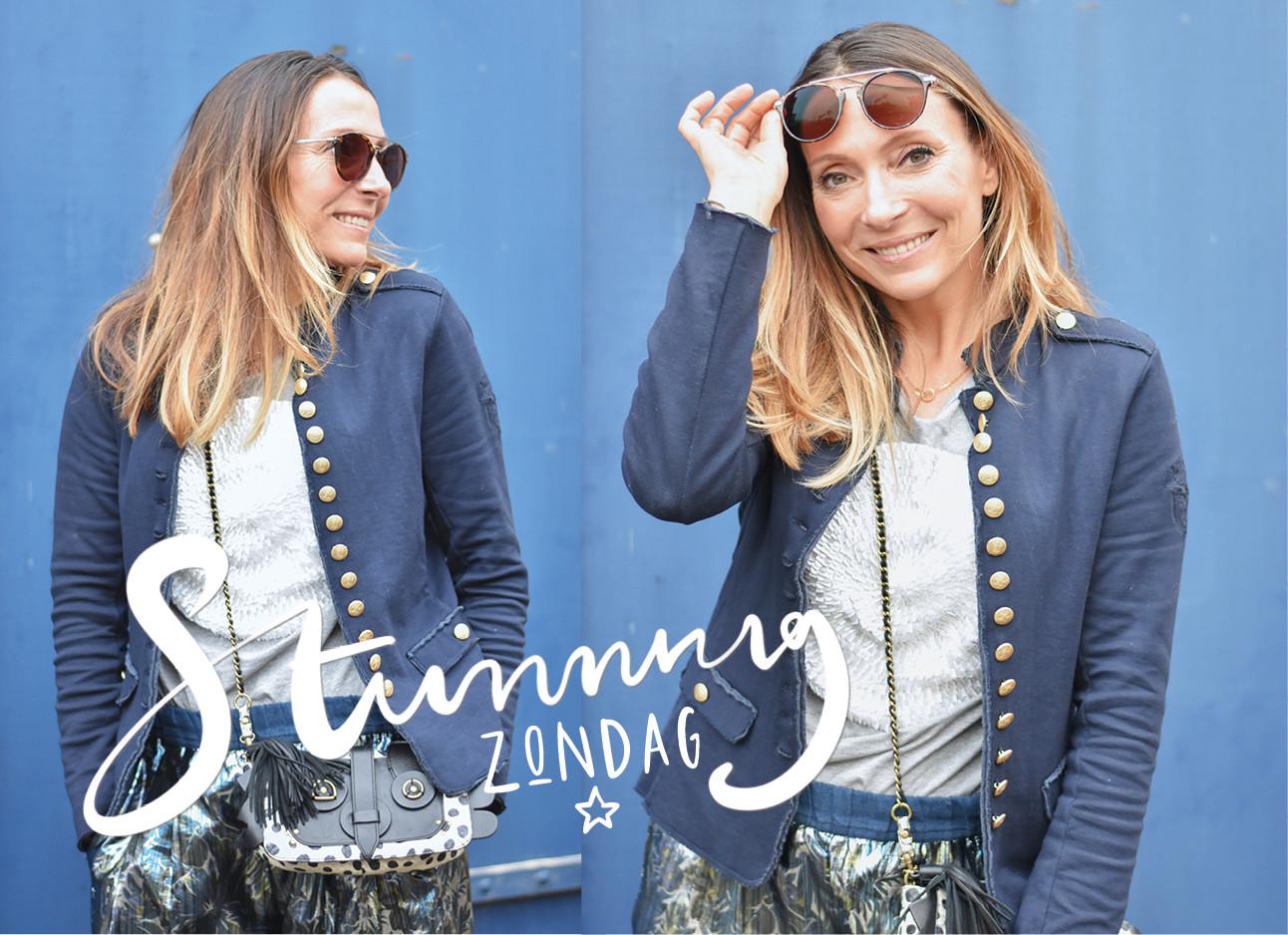 may in blauw jasje met grijze trui en broek van pauw met zonnebril van specsavers