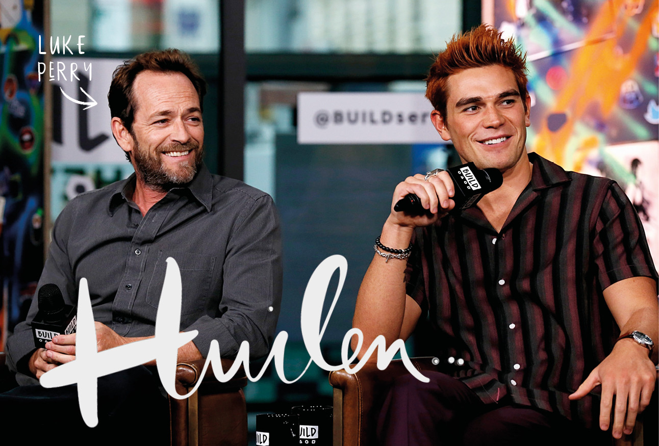 Luke perry acteur lachend River dale cast . tijdens interview