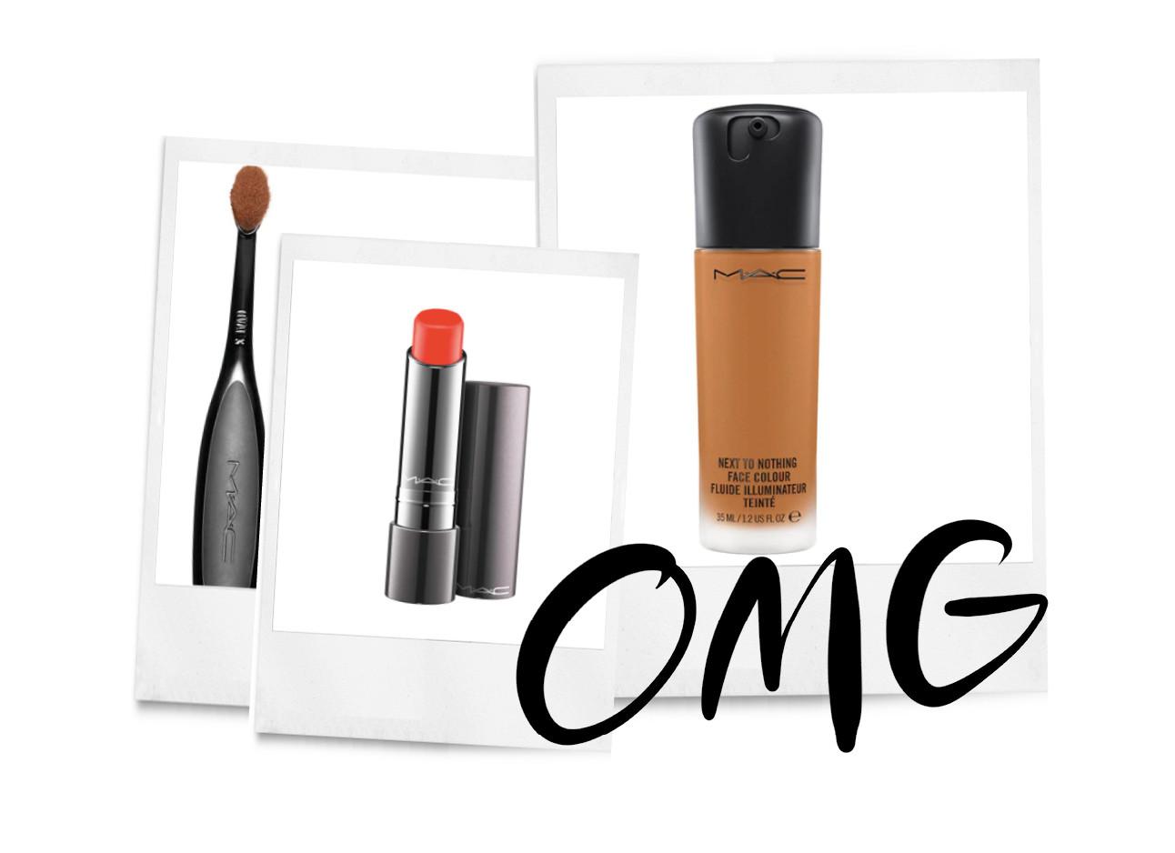 Een aantal producten van MAC, Een kwast een lipstick en een foundation