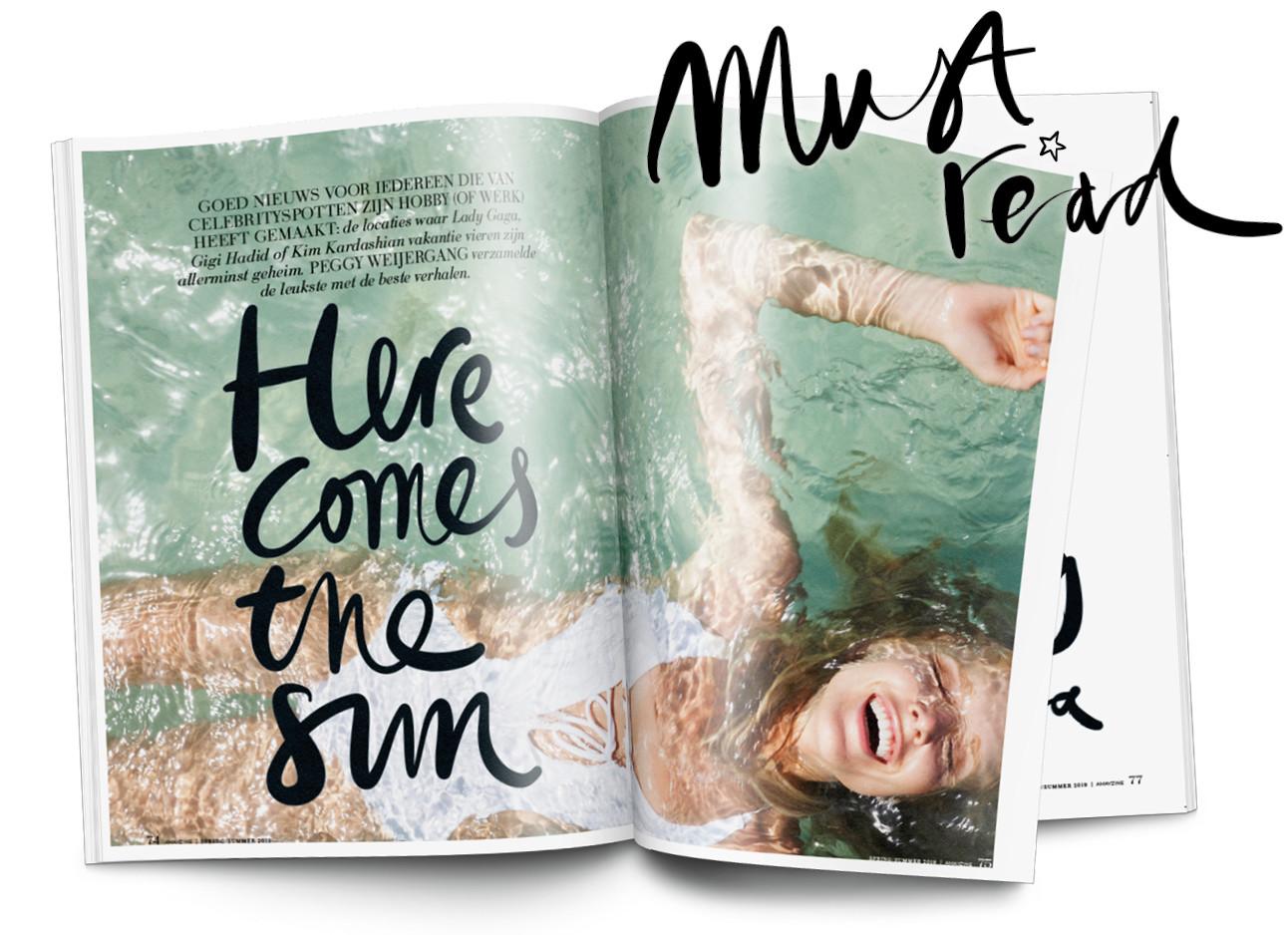beeld uit het magazine met een meisje dat in een badpak in de zee ligt