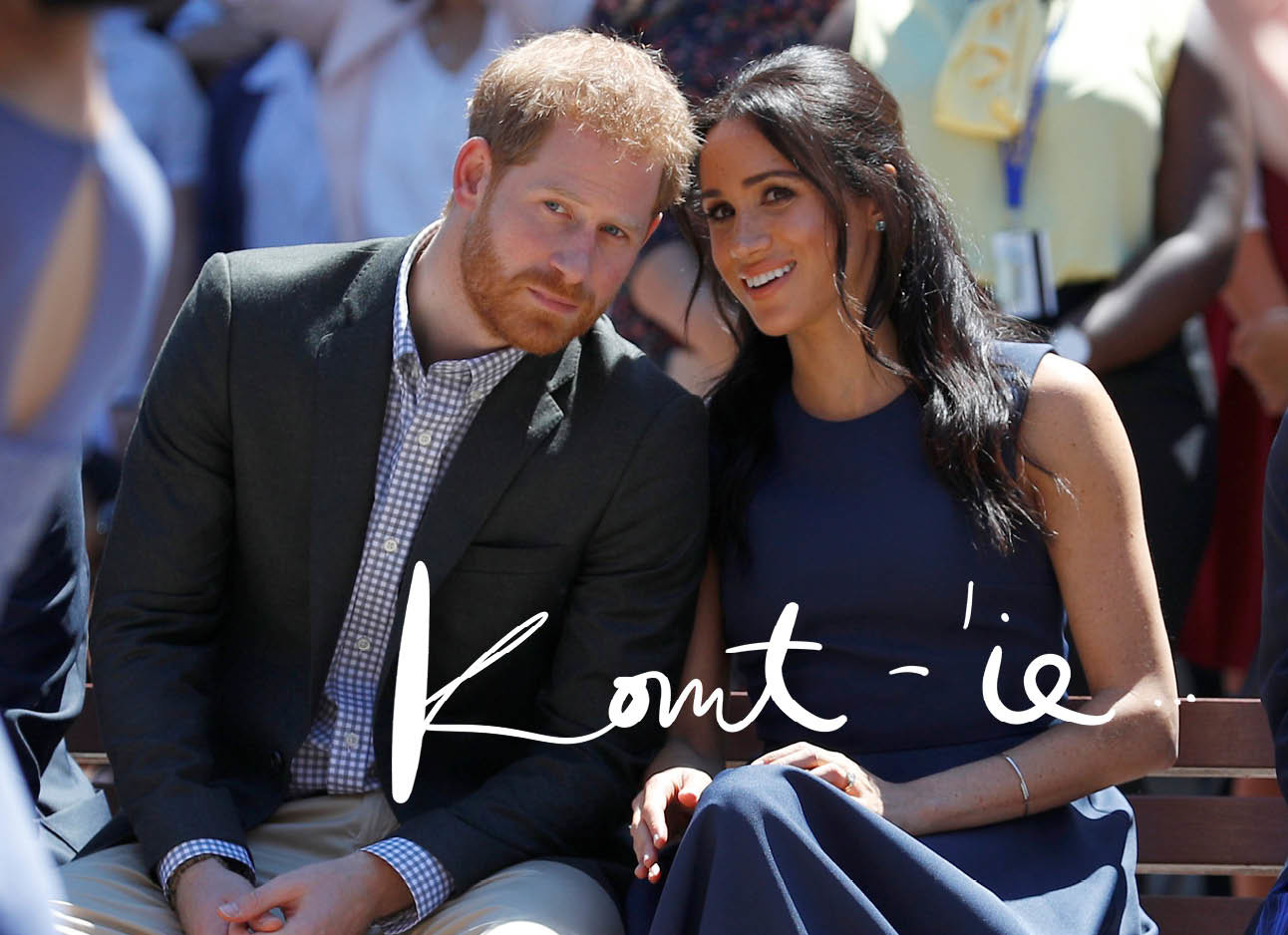 meghan markle in blauwe jurk praat met prins harry