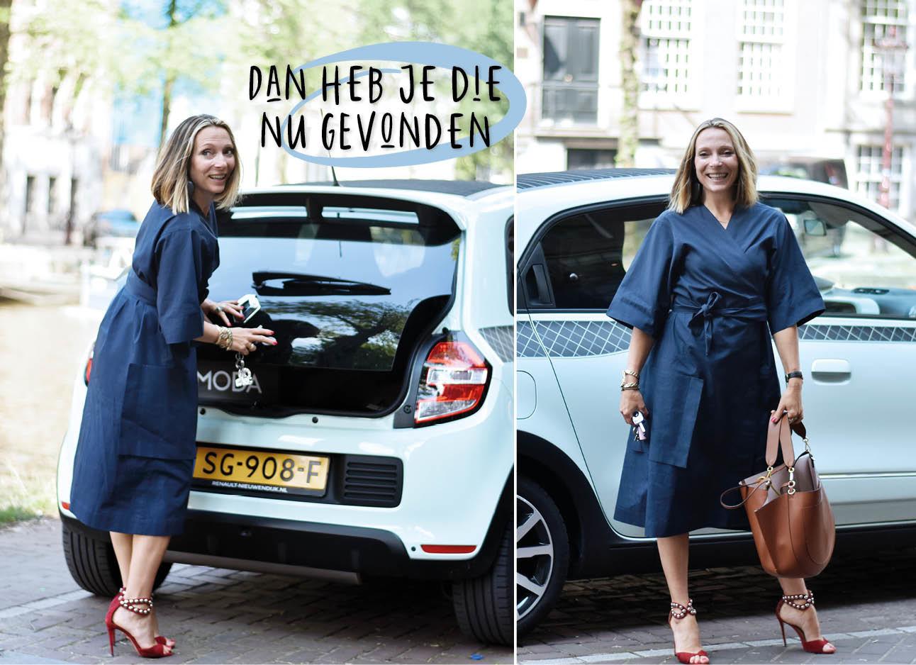 may-britt in een donker blauwe jurk met Mint kleur Renault Twingo in Amsterdam