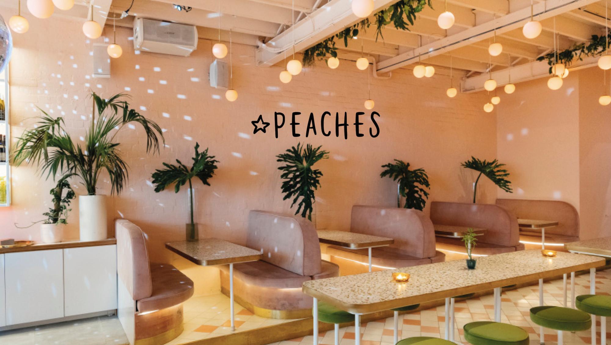 restaurant peaches met roze goals interieur groene barkrukken rooftop bar in melbourne australia