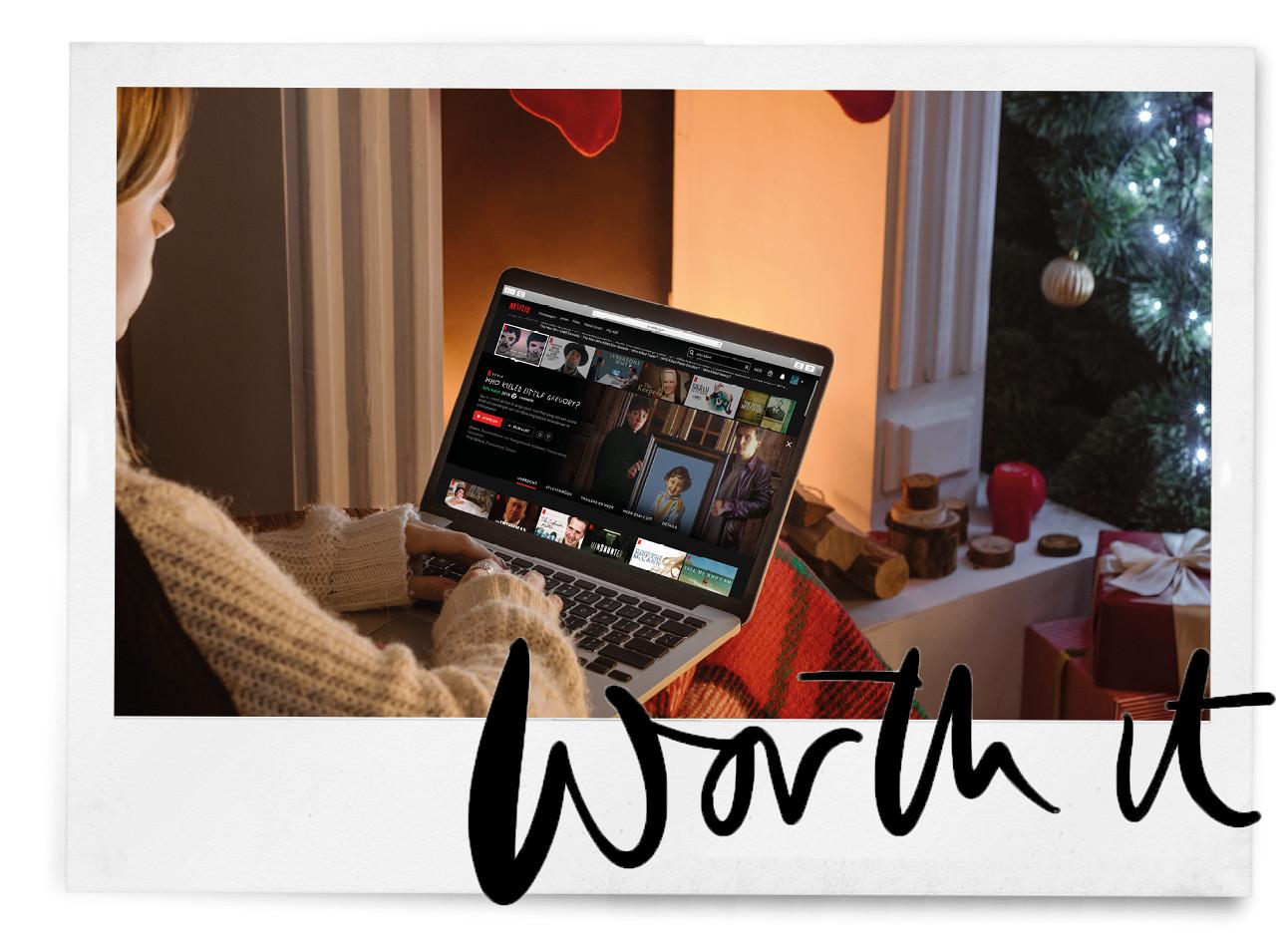 eenmeisje dat op haar laptop een serie kijkt