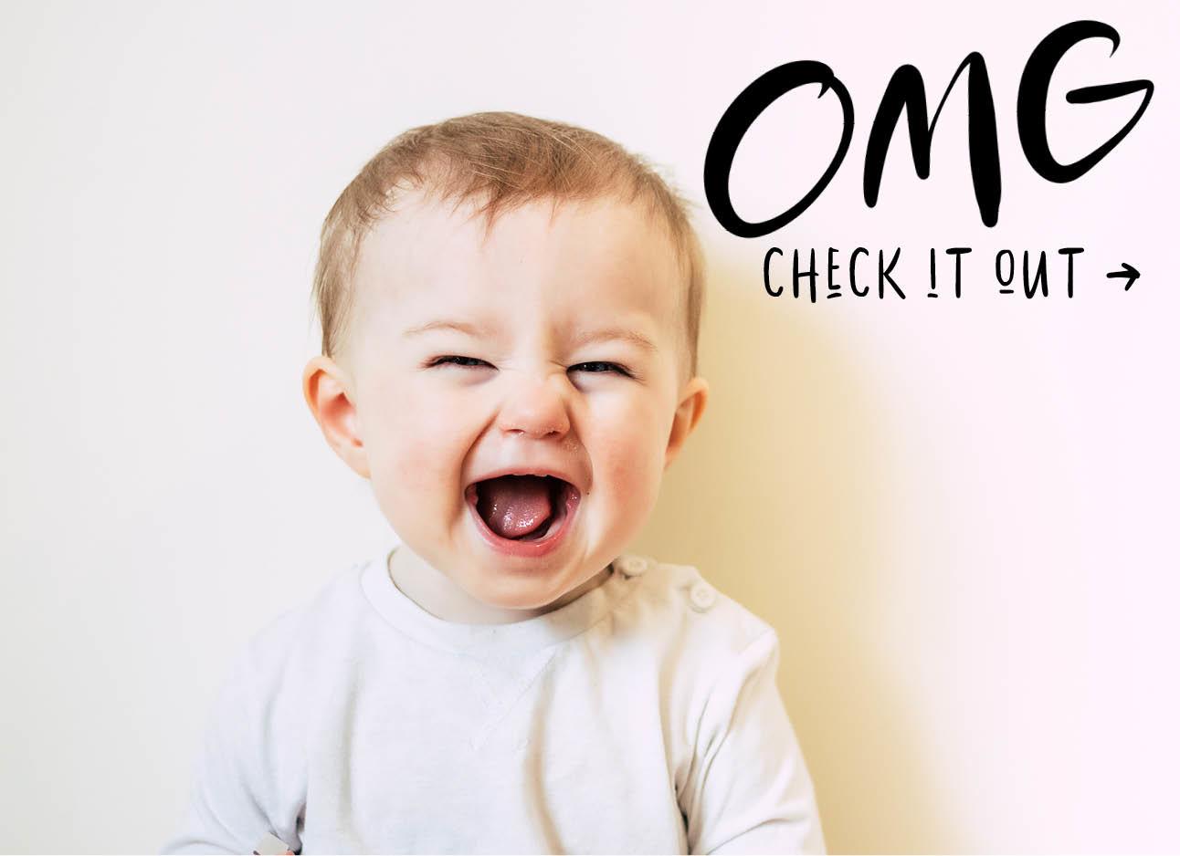 baby lachend met mond open, schattig