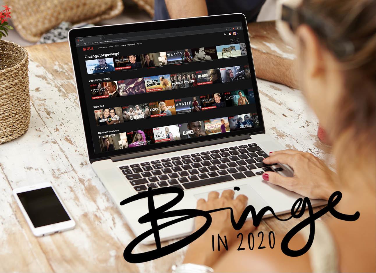 vrouw achter laptop kijkend naar Netflix series