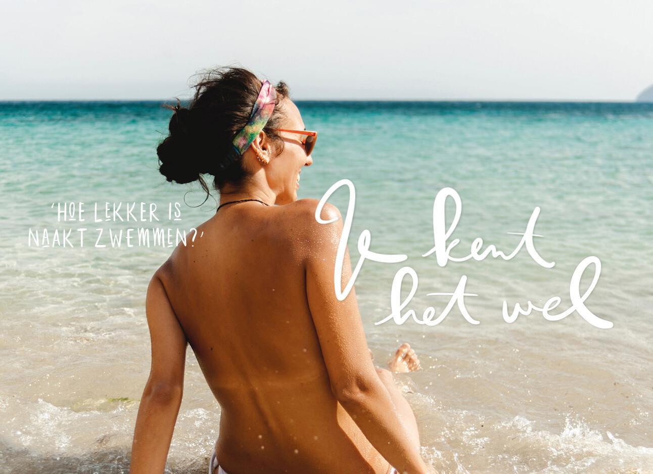 vrouw topless in de zee