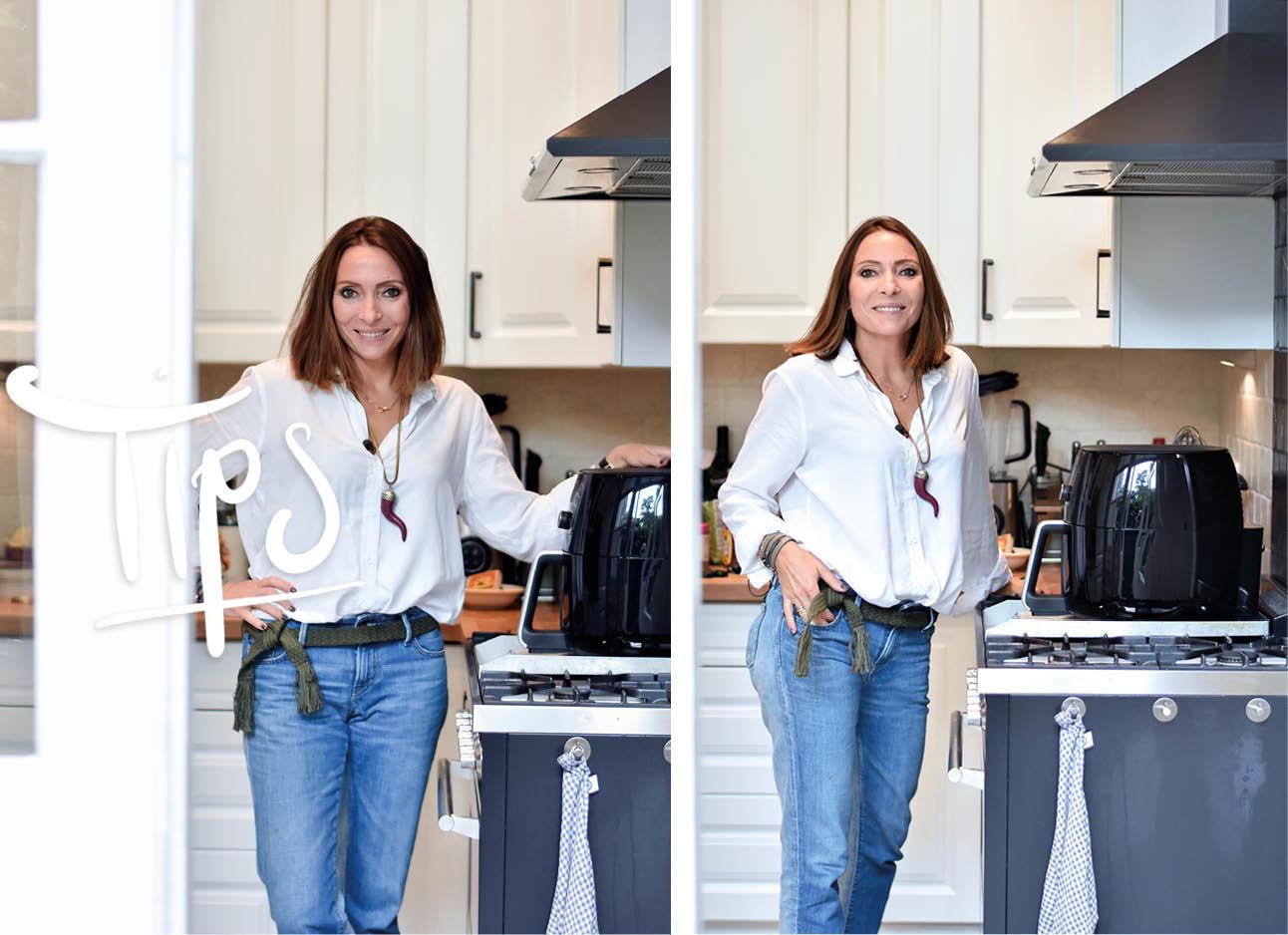 may die in een witte blouse en een spijkerbroek in haar keuken staat