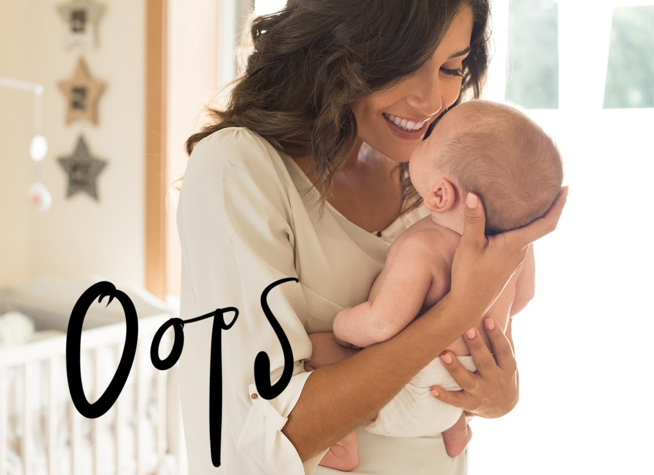 vrouw in wit shirt met baby vasthouden