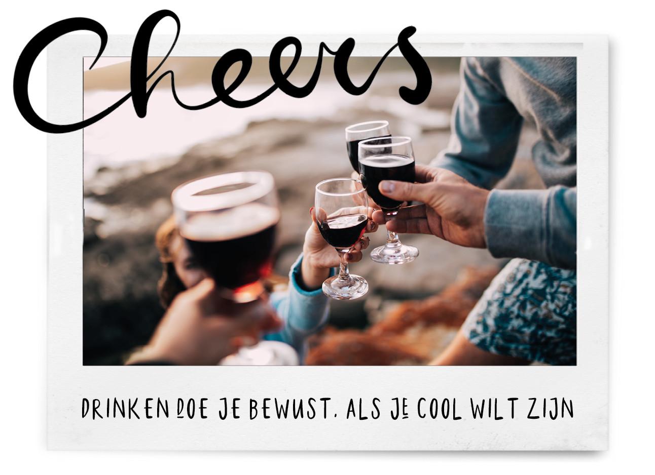 Paar wijn glazen die proosten