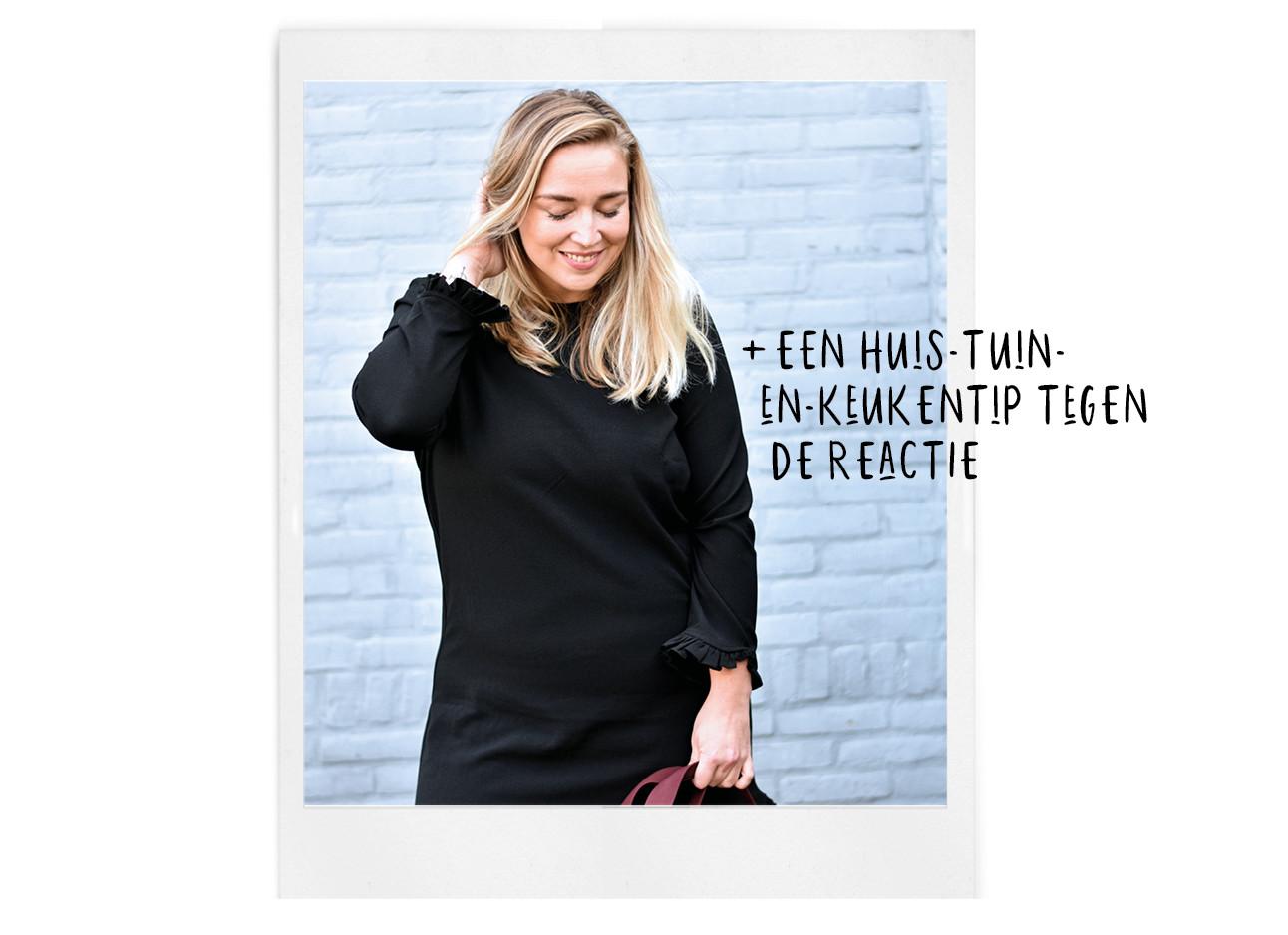adeline lachend in een zwart jurkje kijkend naar beneden