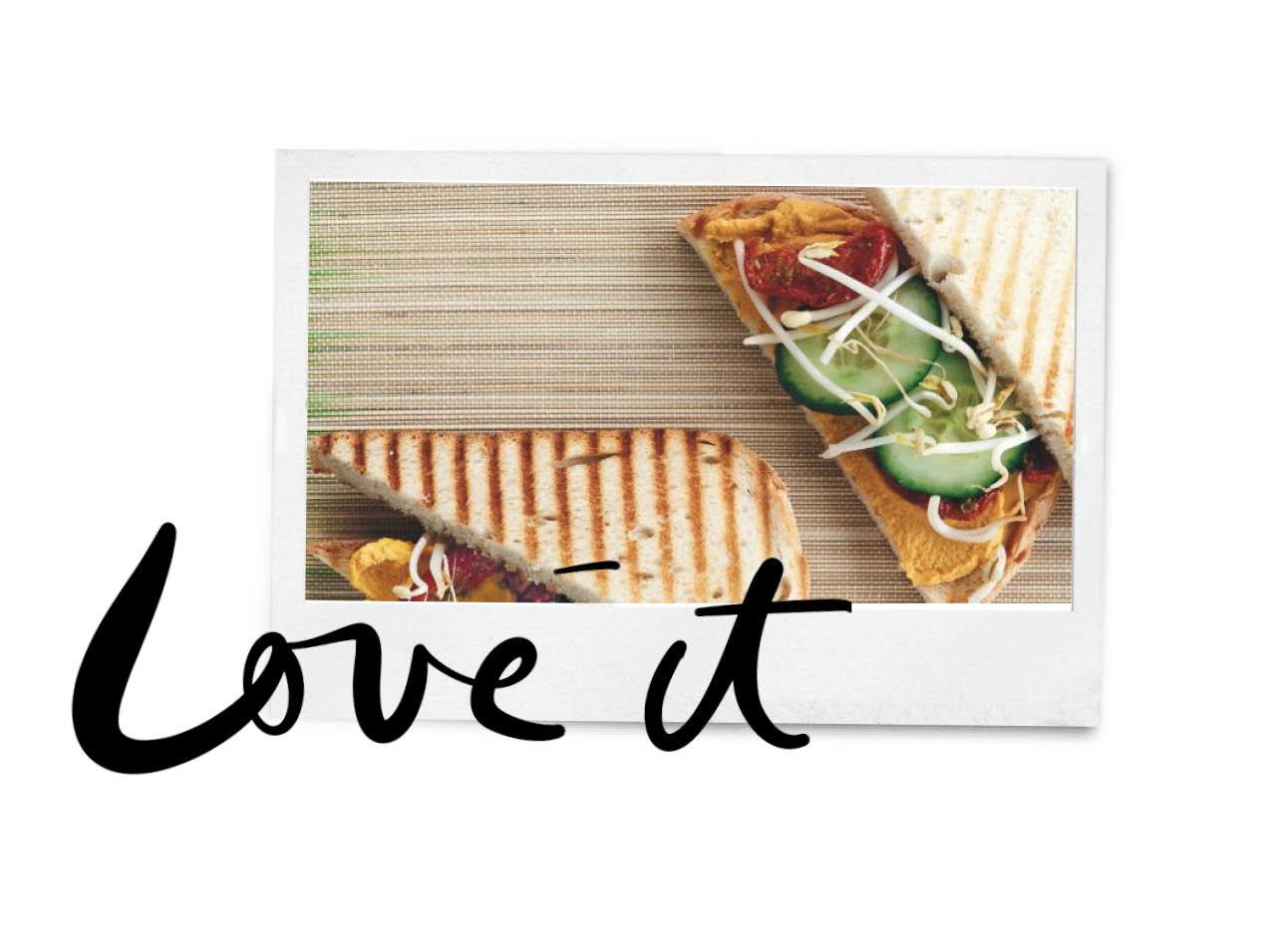 vegan tosti met humus, komkommer, tauge