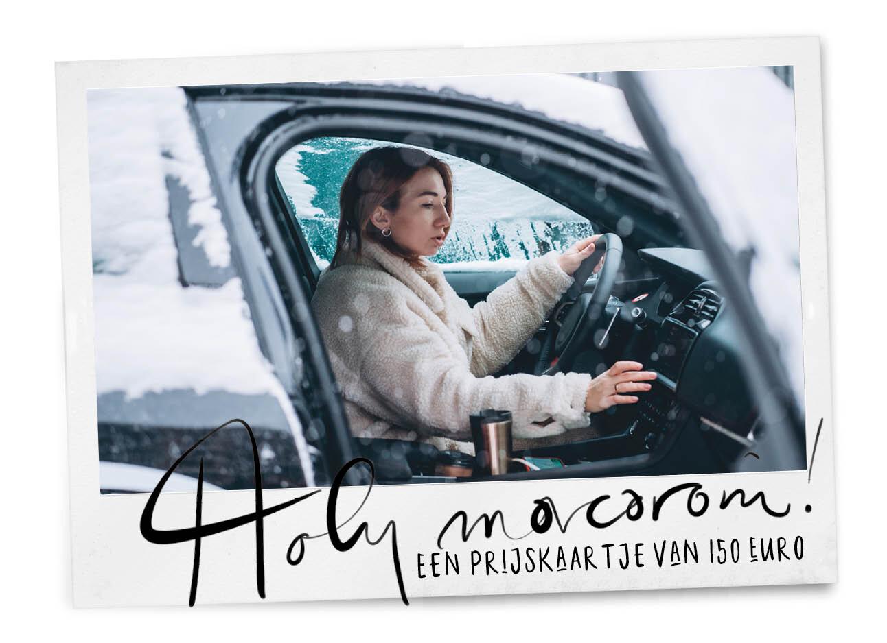 jonge vrouw in de auto in de sneeuw