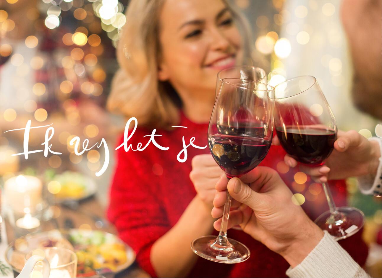 rode wijn vrouw rode trui proost