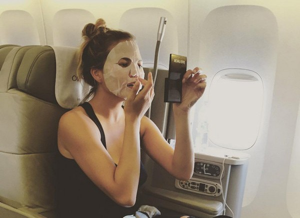 rs_600x600-150812114635-600-chrissy-teigen-face-mask-airplane