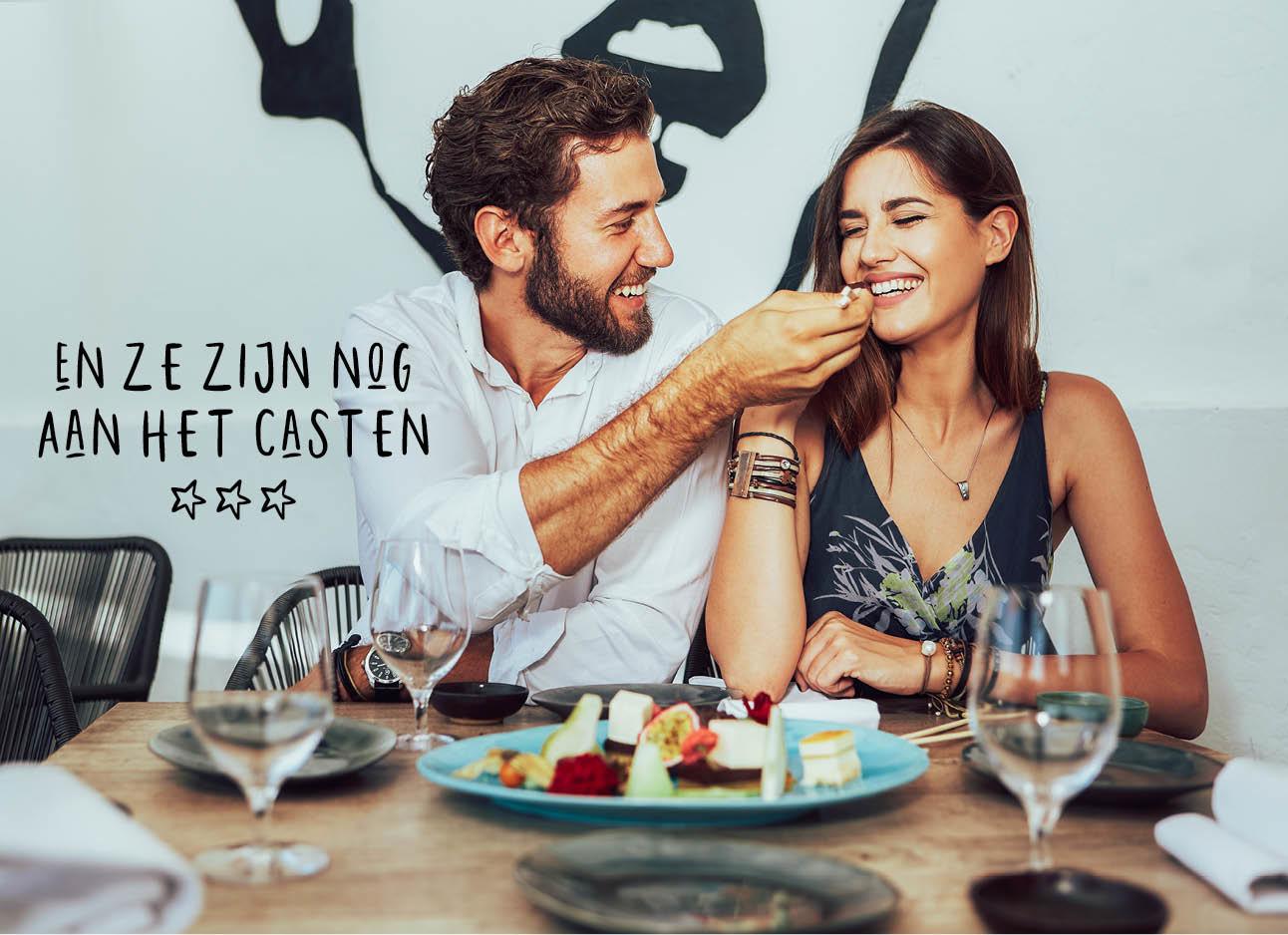 koppel aan het daten in restaurant