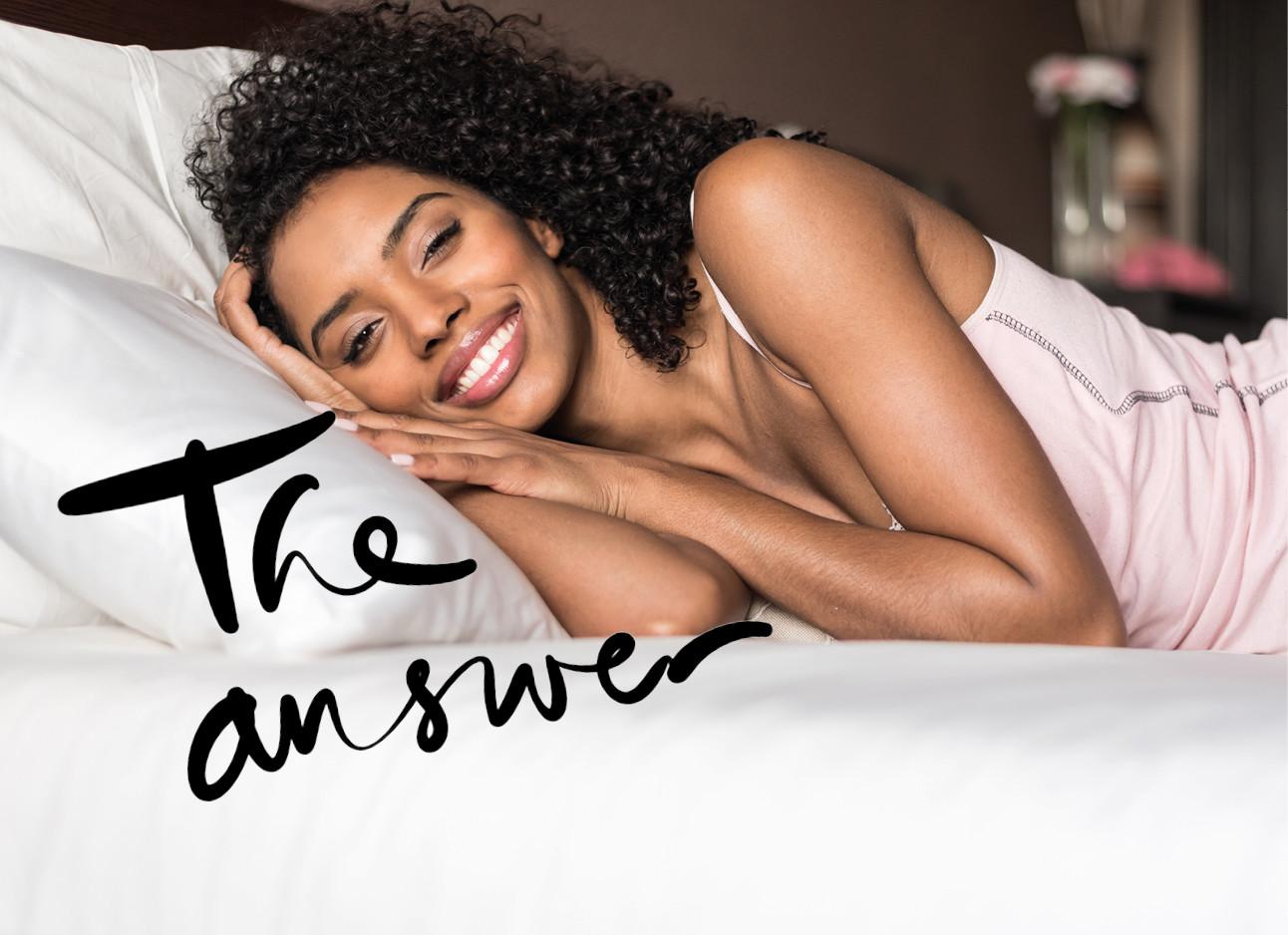 vrouw in bed lekker slapen