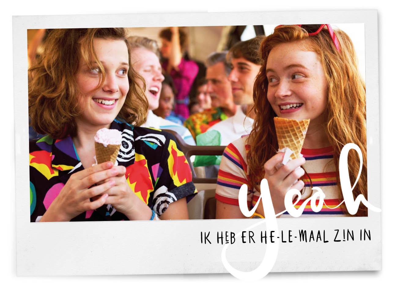stranger things netflix seizoen 3 meisjes in de bus naar elkaar lachen met ijsje