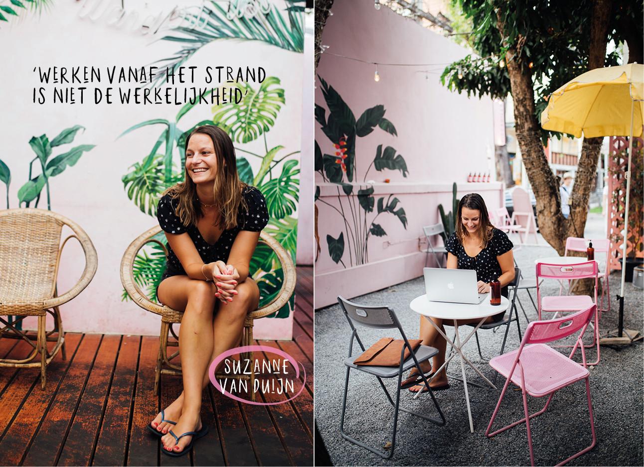 Suzanne van duijn lachend met blote benen in een leuke restaurantje aan het werk in het buitenland