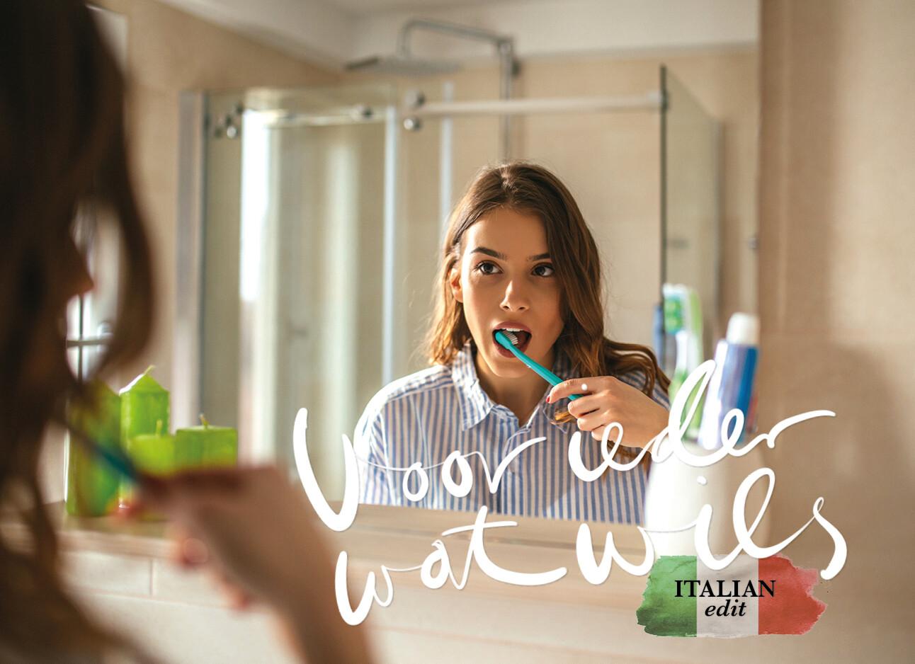 vrouw tanden aan het poetsen