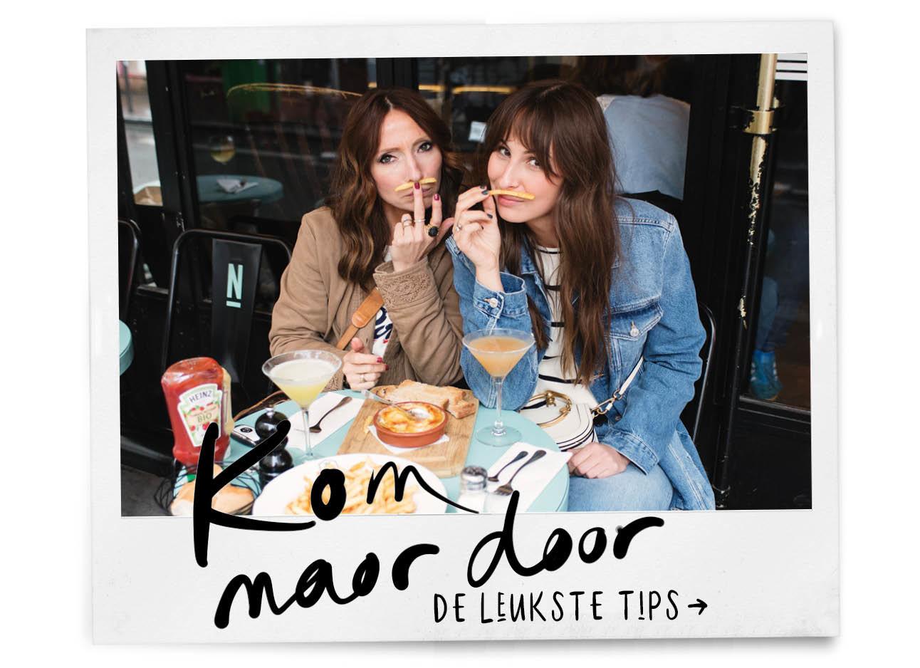 may en lil op het terras in parijs met frietjes