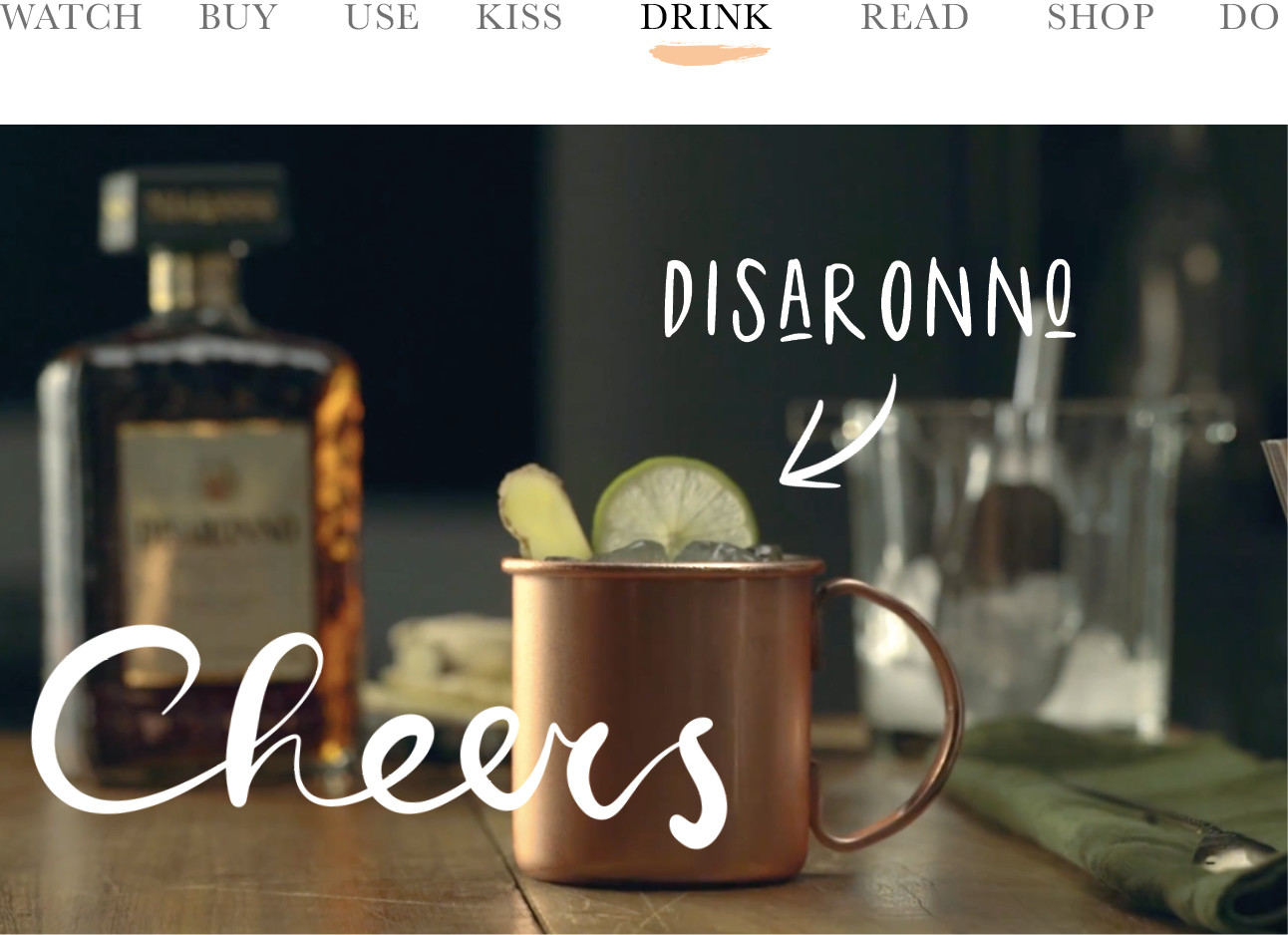 today we drink disaronno amaretto in een moscow mule in rosegouden beker