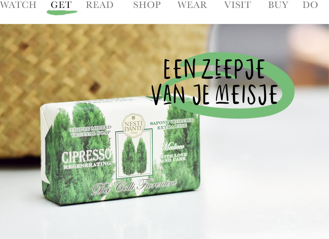 Een zeepje in een groene verpakking met boompjes erop
