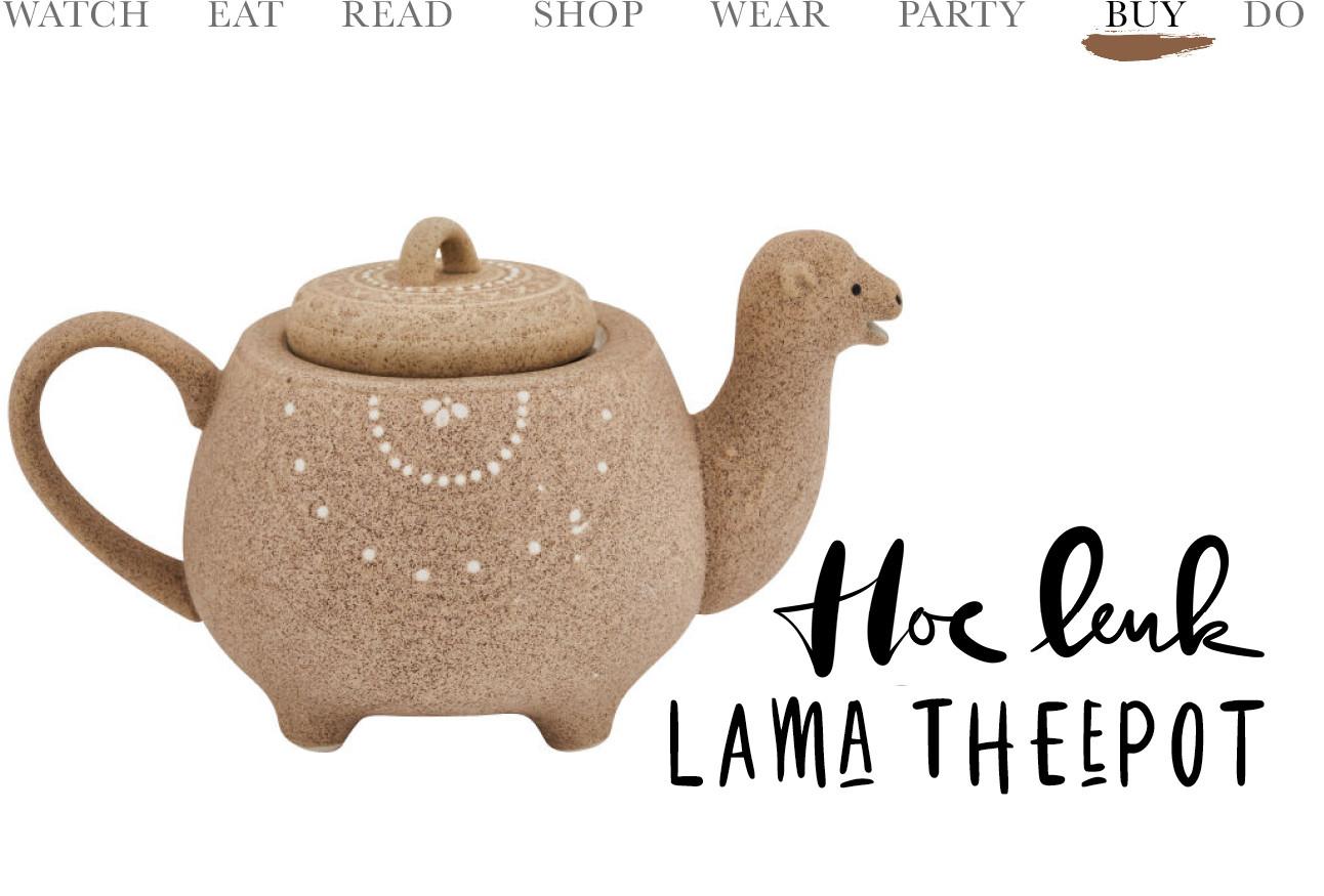 Een Theepot in de vormg van een lama, de pot is licht bruin