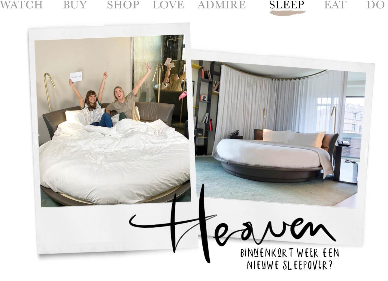 2 vrouwen in een slaapkamer met een rond bed