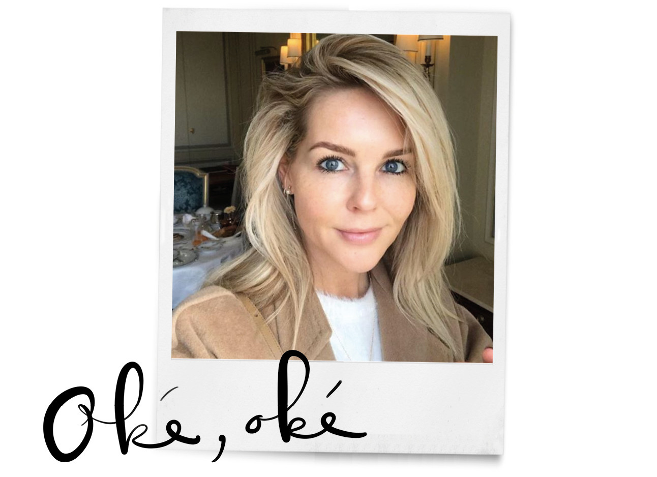 selfie van chantal janzen, blond haar, camelkleurige blazer