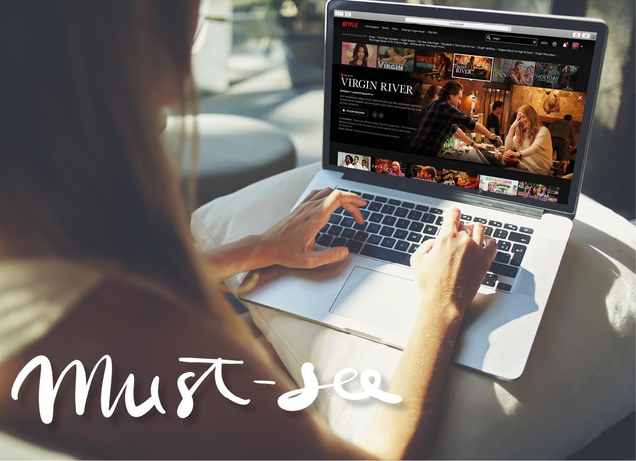beeld van een meisje achter haar laptop die naar netflix kijkt