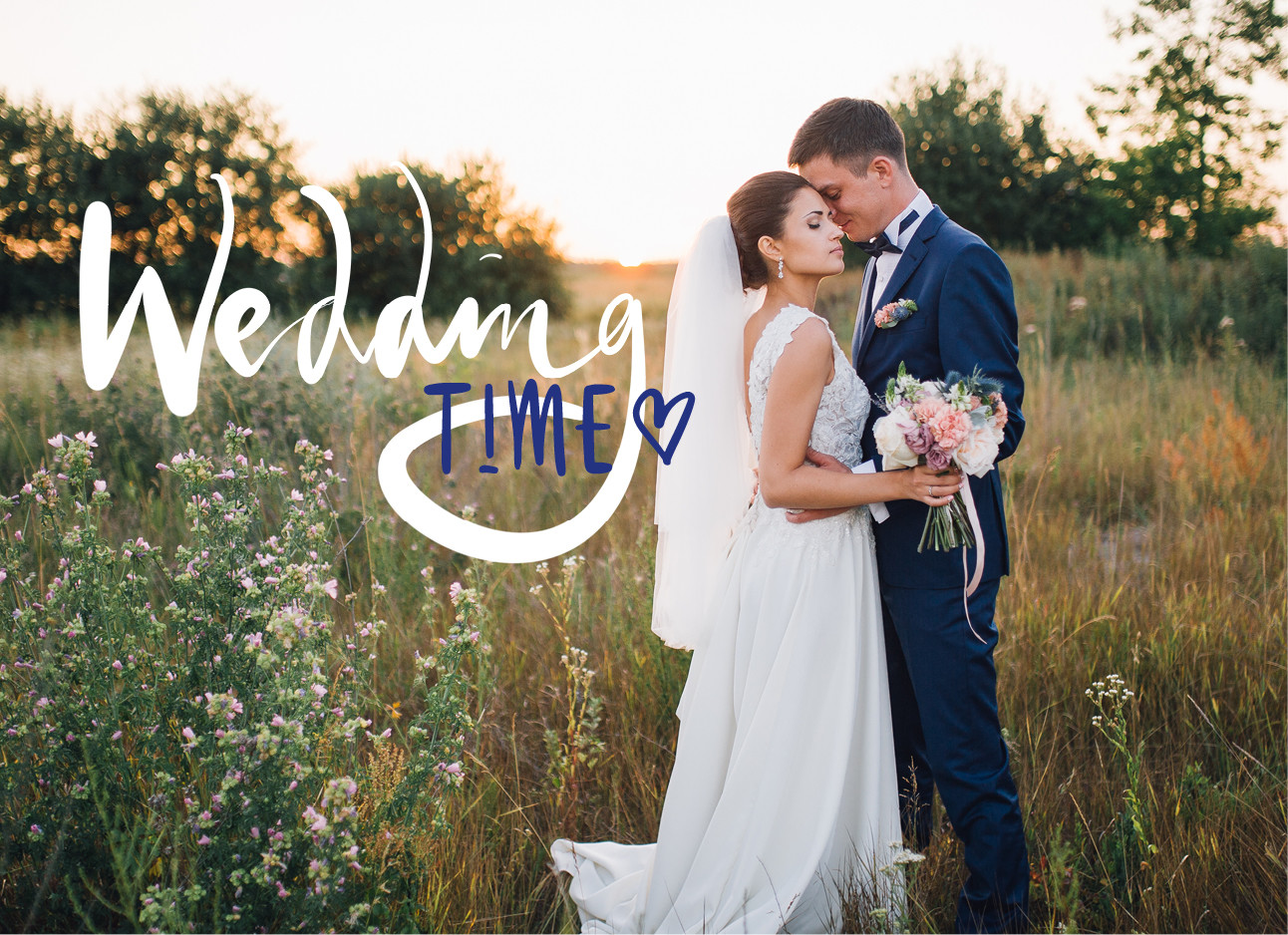 Een pas getrouwd koppel in bruidsjurk en pak in een groen veld
