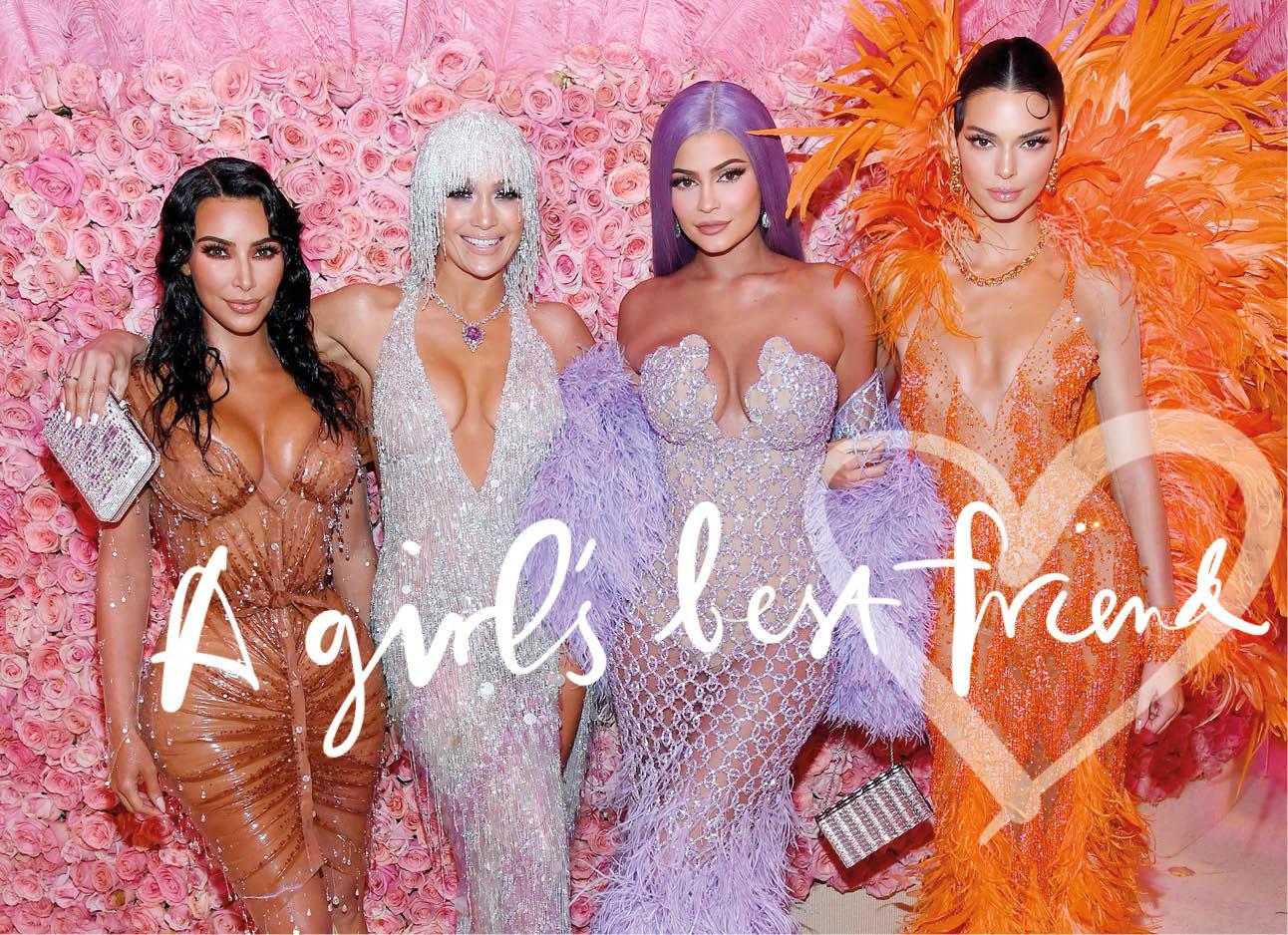Kim kardashian JLO Kylie jenner en kendall Jenner tijdens gala op de rode loper