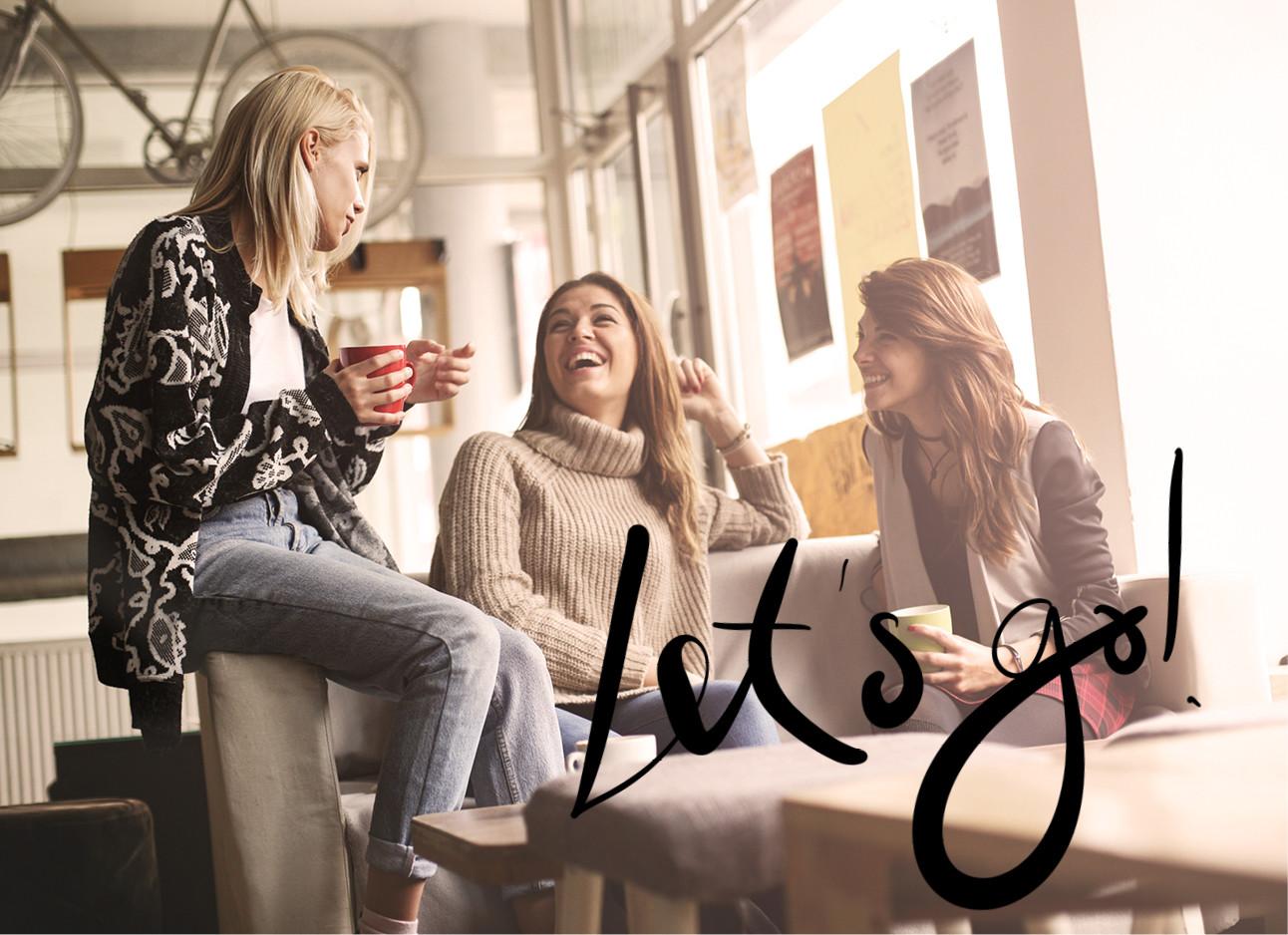 3 vriendinnen die samen koffie drinken