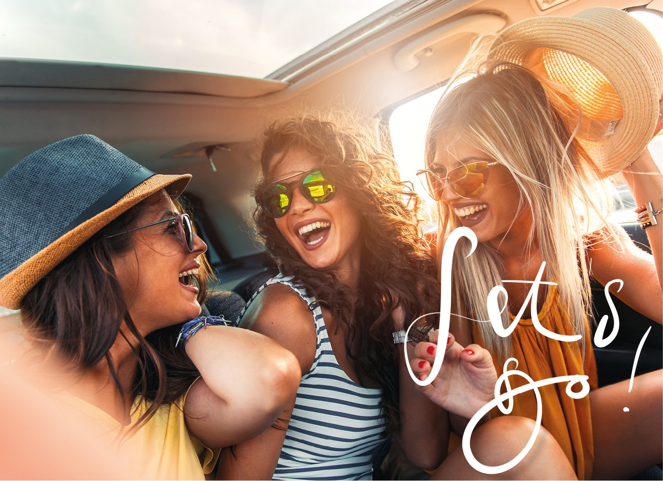een groep meiden die samen in de auto zitten