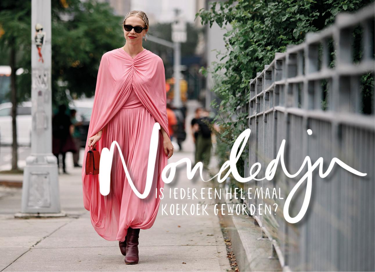Vrouw in roze gewaad op straat rondom de NYFW shows
