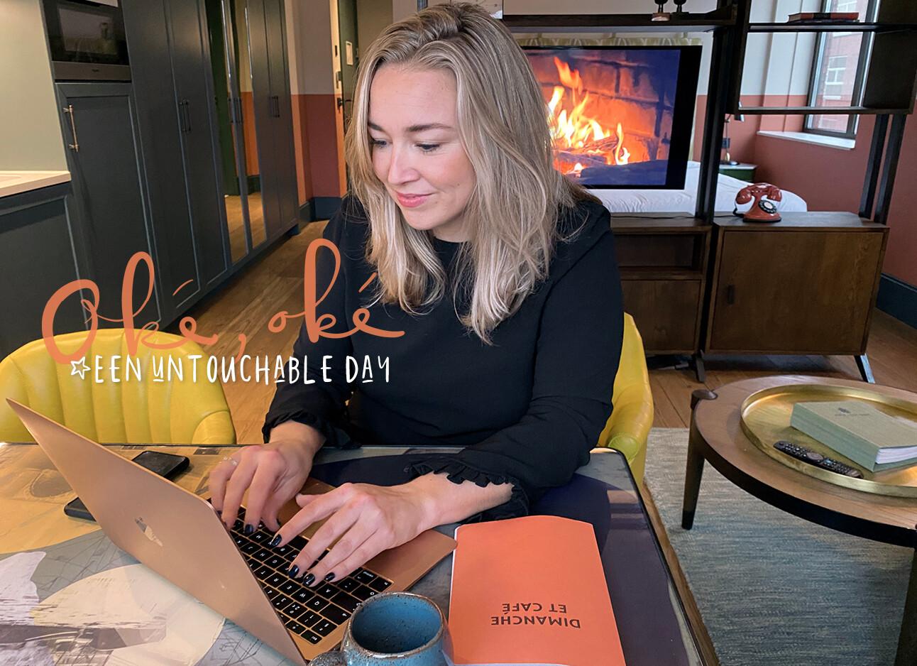 adeline achter laptop aan het werk