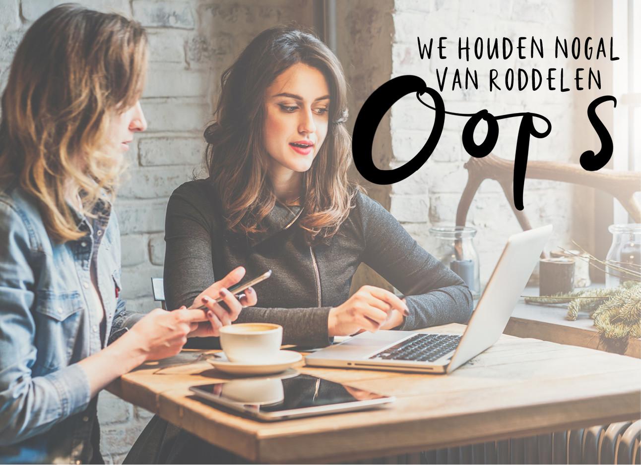 2 meiden die aan het werk zijn in een bruin gekleurd cafe