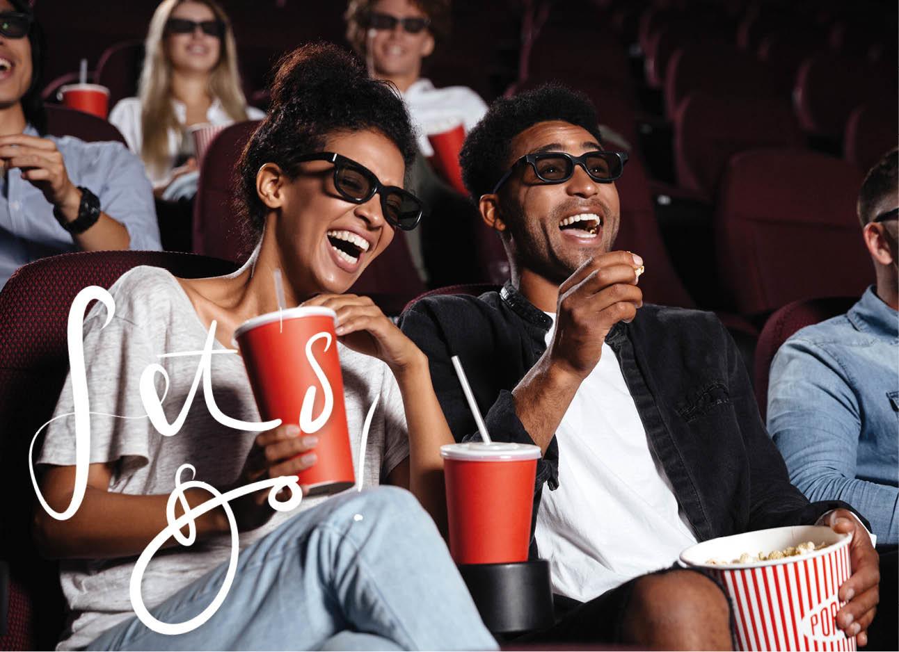een jongen en een meisje die samen in de bioscoop zitten