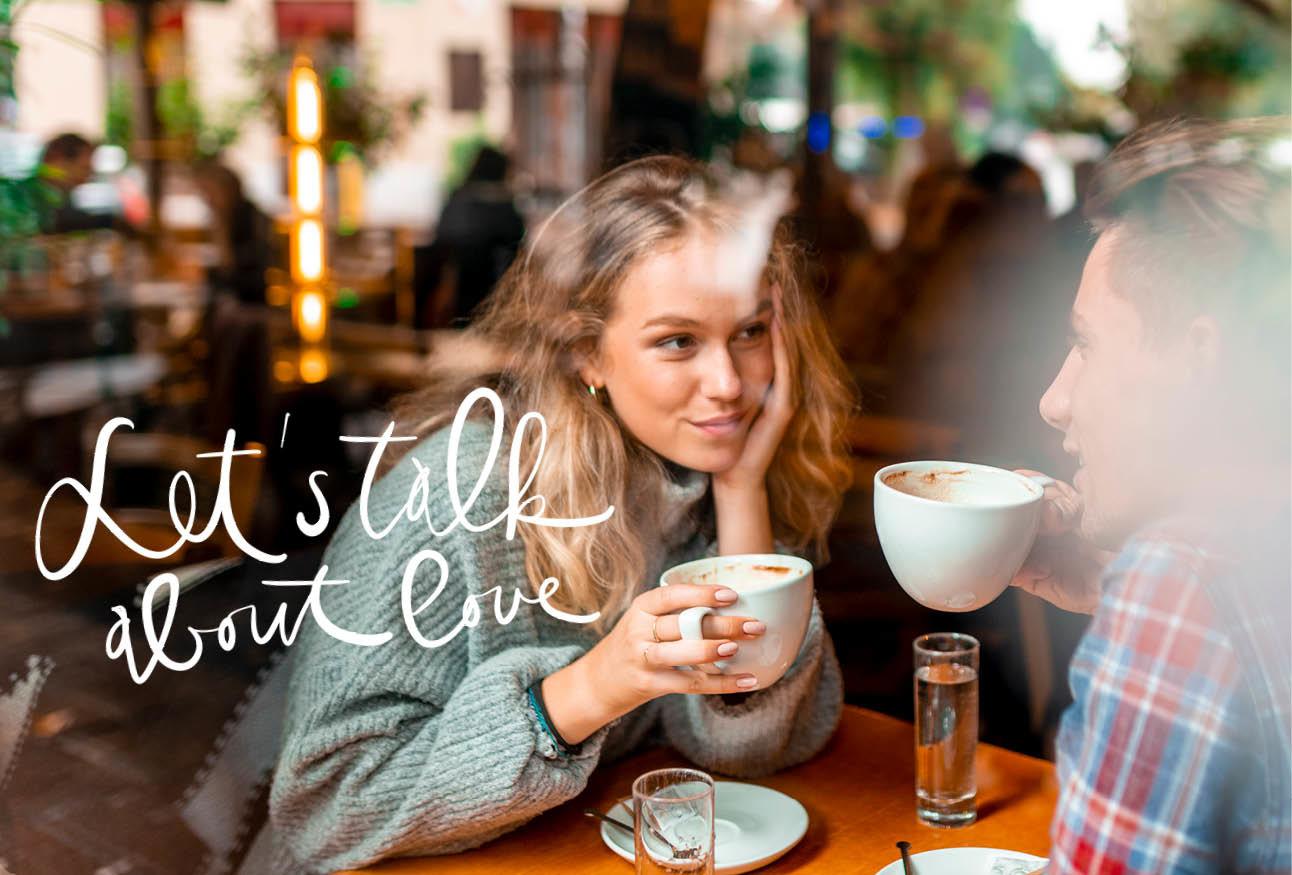 vrouw in een cafe koffie drinken met een man
