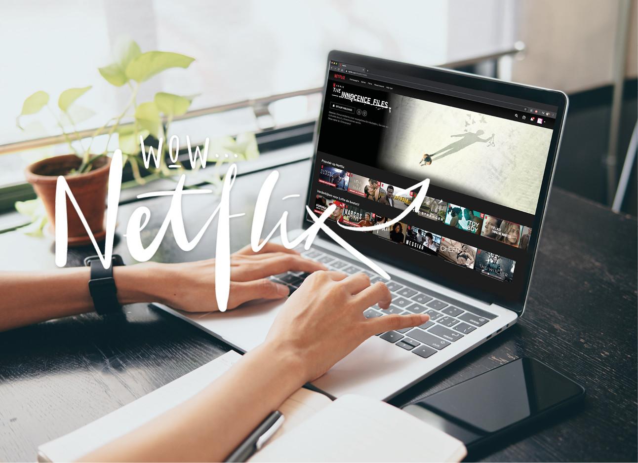 vrouw achter laptop met netflix in het scherm