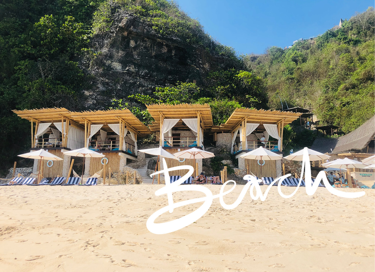 strand met strand huisje