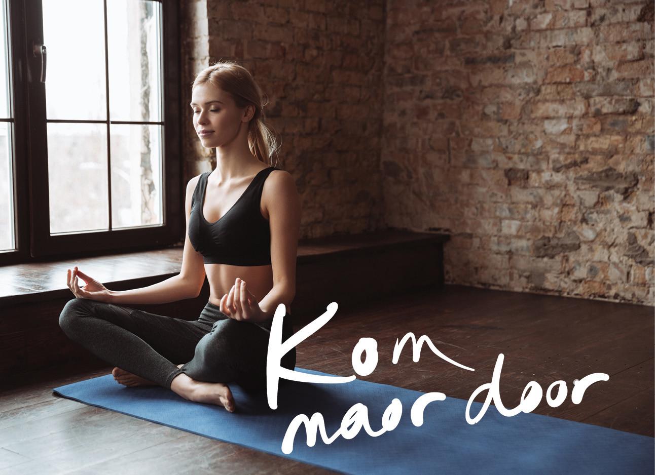 een meisje dat yoga aan het doen is