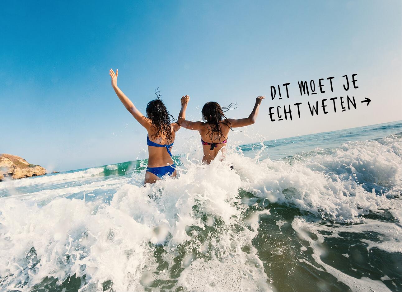 twee vrouwen in de zee